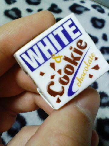 チロルチョコ WHITE Cookie